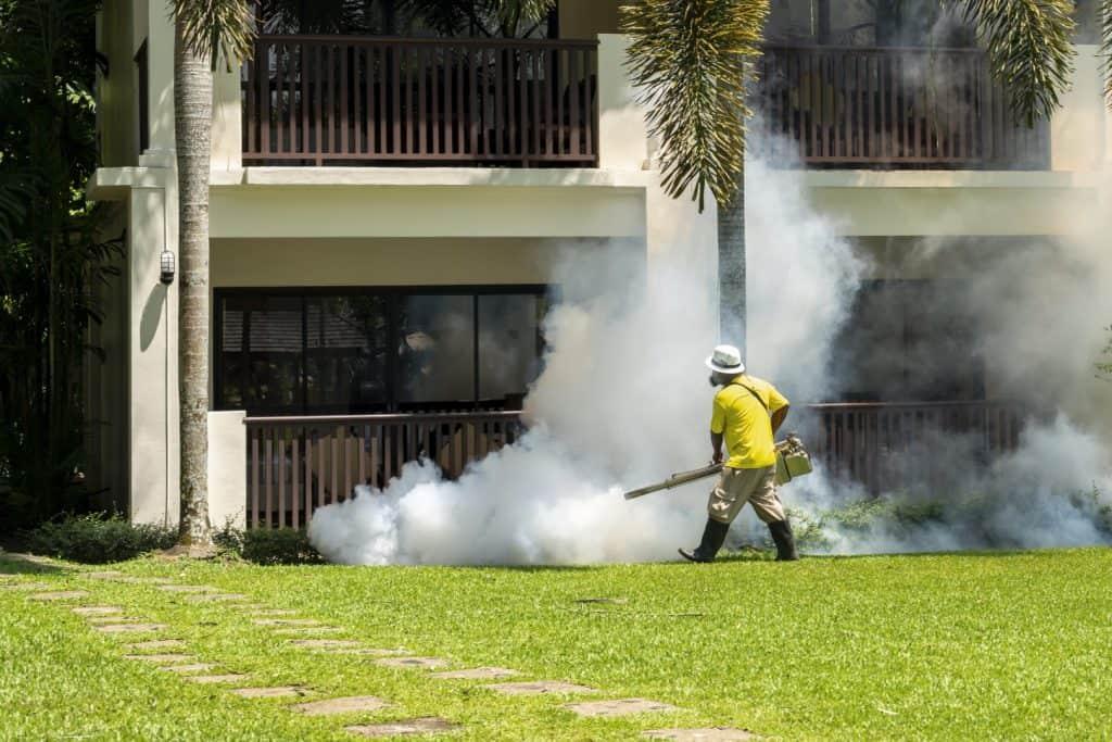 ריסוס נגד יתושים בגן יבנה